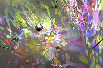 《宙(そら)》/2013/アニメーション・球体/水戸芸術館現代美術センター