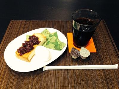 あずきたっぷりのトースト・ゆでたまご・コーヒーの名古屋流モーニング!