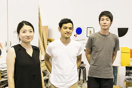 左よりスタジオメンバーの松本菜々さん、山根一晃さん、佐々木耕太さん