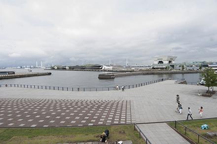 象の鼻パークから観た大さん橋旅客ターミナル