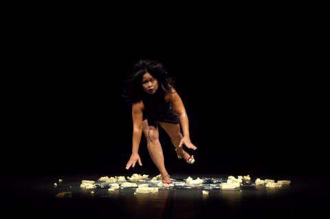 ムラティ・スルヨダルモ『BORROW + EXERGIE – butter dance』