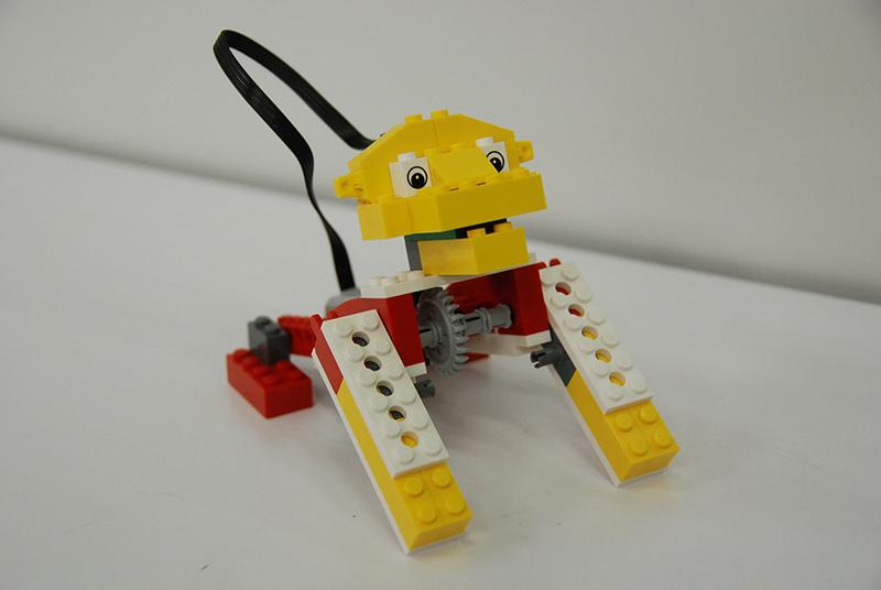 ロボット教室【親子教室】 「初めてのプログラミング ~レゴWeDoを使って~(ほえるライオン)」