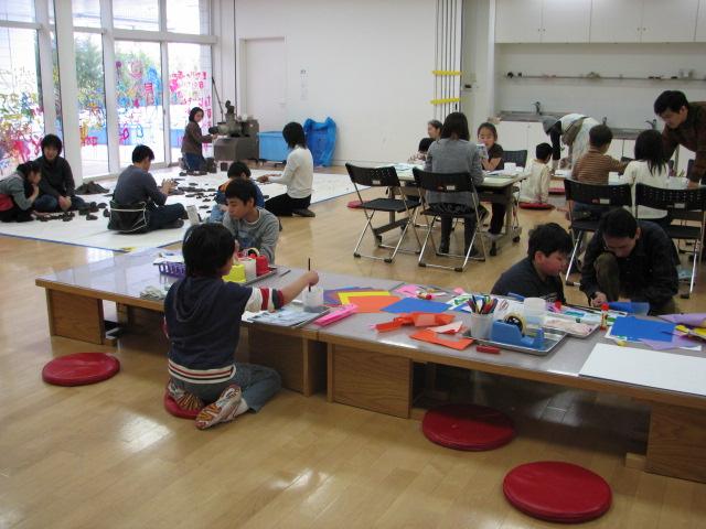 障がいのある子どもたちのための 親子で造形ピクニック(毎月開催)