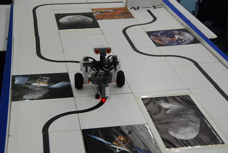 ロボット教室「ブロックロボットでプログラミングに挑戦 レゴNXT中級(センサー操作)」