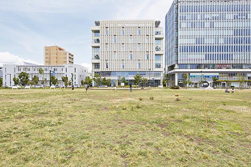 施設外観(中央のビルの6階部分がFAS )