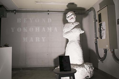 小鷹拓郎 《Beyond Yokohama Mary》エントランス