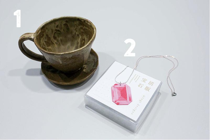 1:コーヒーカップとソーサーのセット 2:活版宝石 ネックレス