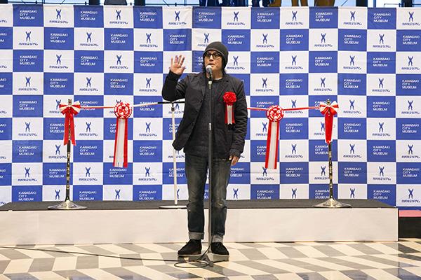 開会式のスピーチをする江口寿史先生
