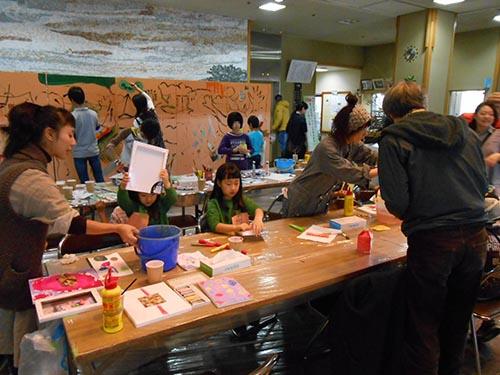 アーティスト・イン・レジデンス中に開催した市民との交流ワークショップの様子