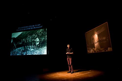 Singaporean artist Ho Rui An delivers his performative talk Solar: A Meltdown. Photo:Hideto Maezawa.