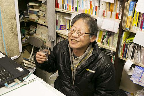 なんとマスターこと店主の菊池さんが、仕事中にもかかわらずお酒を呑んでいるではありませんか!!!