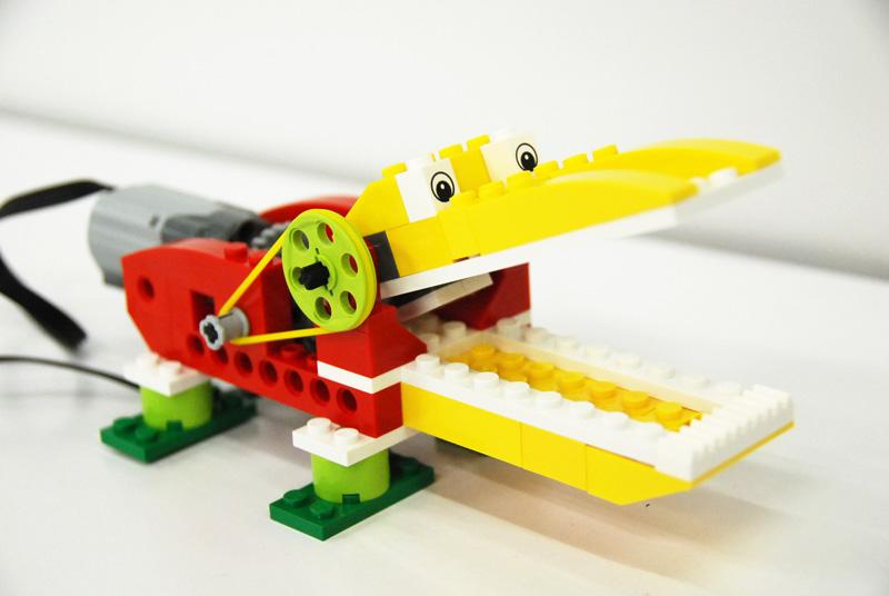 ロボット&プログラミング教室【親子教室】「初めてのプログラミング ~レゴWeDoを使って~(おなかをすかせたワニ)」