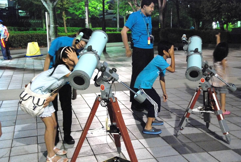 プラネタリウムと星空観察会「10月の星空をみよう!月とダブルダブルスターをみよう! 」
