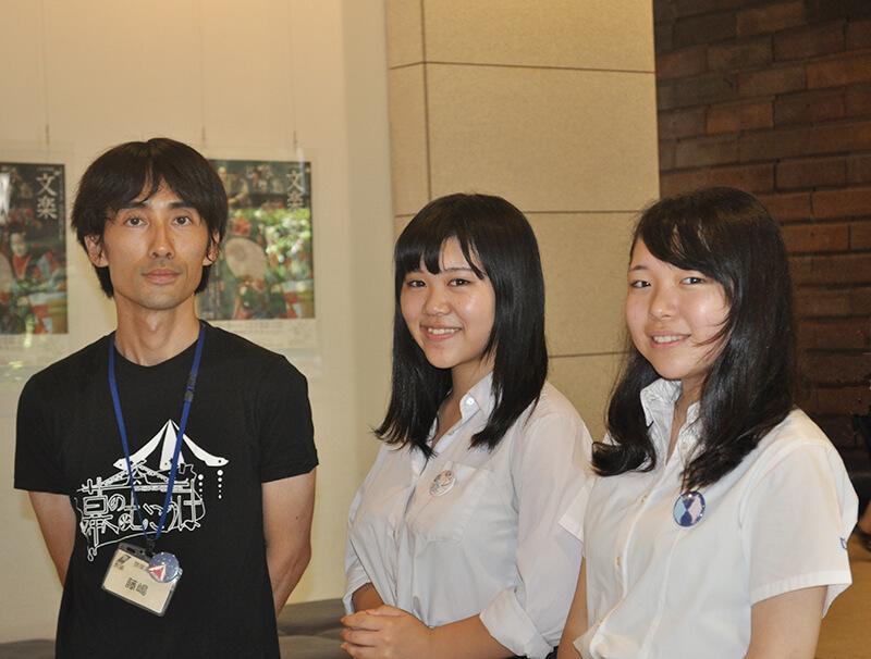 Yaei High School's Yukino Tozawa (Middle), Kiharu Tokunaga (Right) and teacher Fujishima (Left).