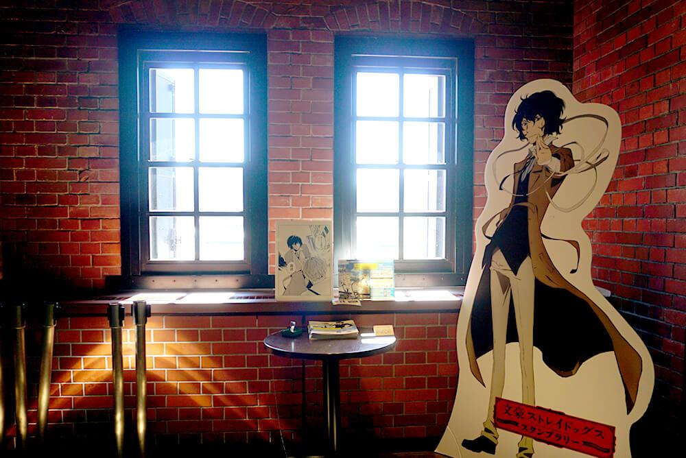 横浜赤レンガ倉庫のキャラクターは「太宰治」