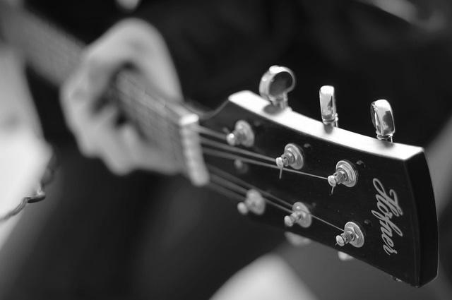 guitar-756322_640