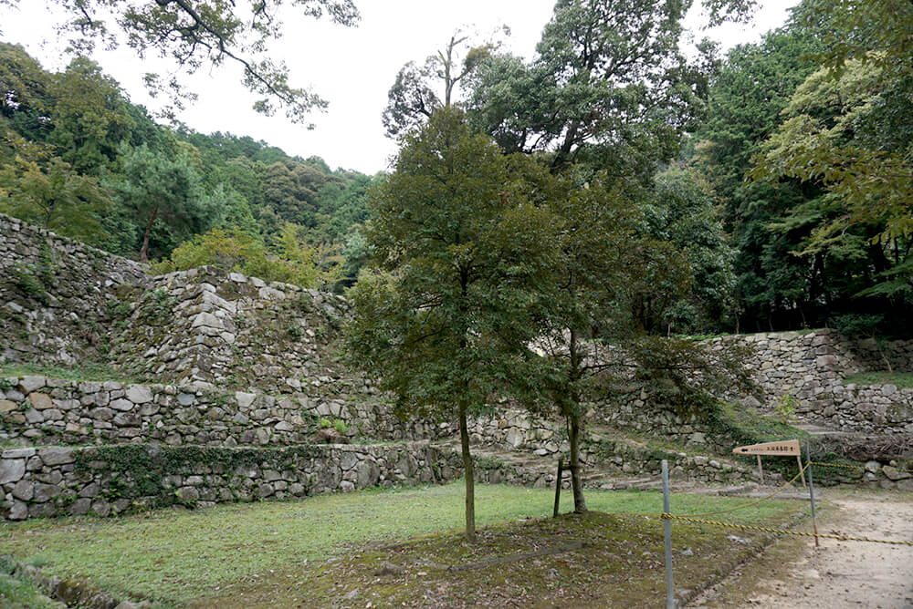 The stone wall of Azuchi Castle still remains