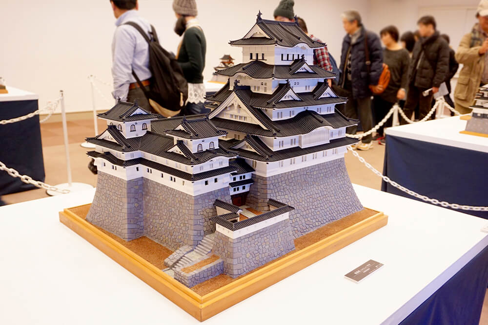 A model of Himeji Castle that is a national treasure and a world heritage site. Its roof is black, so this is from before it was renovated?