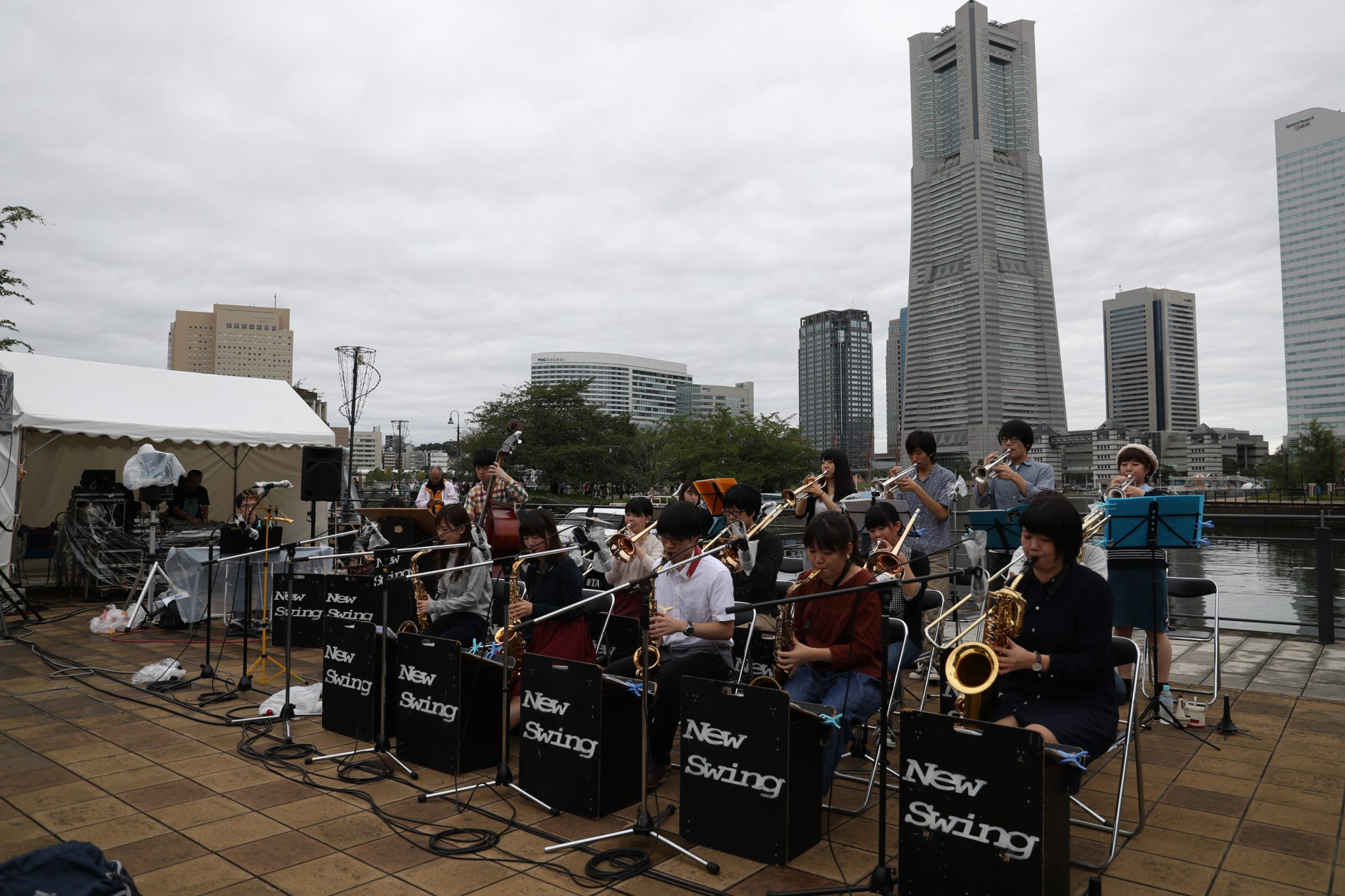 JP16 1009 運河パーク(ワールドポーターズ前) 上智大学New Swing Jazz Orchestra Regular Band  (c)YJP(撮影:大友) (35)