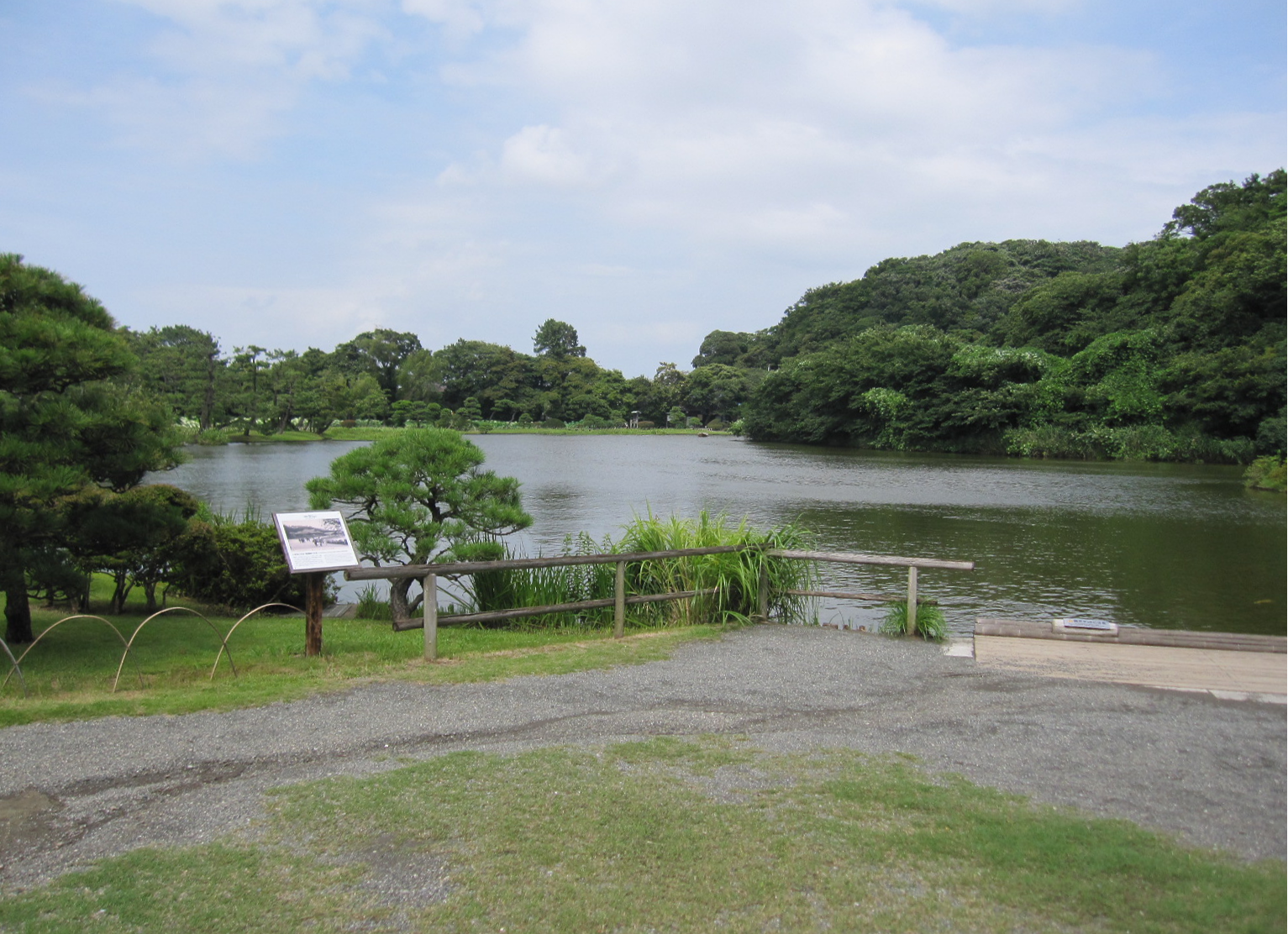Experience Japanese culture with your children at Sankeien Garden.あそびい横浜 提供