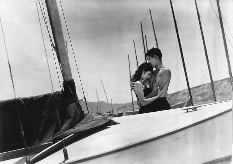『狂った果実』:(C)1956 日活