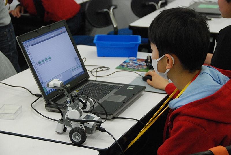 ロボット&プログラミング教室「ブロックロボットでプログラミングに挑戦 レゴNXT初級②-3(障害物)」
