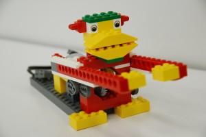 ロボット&プログラミング教室【親子教室】「初めてのプログラミング ~レゴWeDoを使って~(ドラミングモンキー)」(締切:9/29)