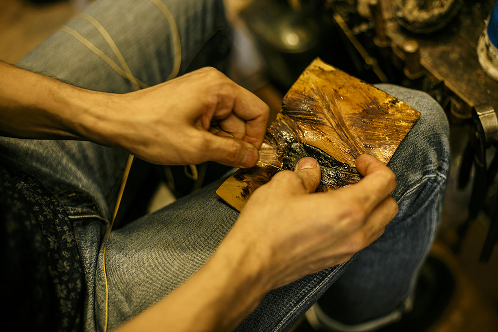 牢固地面对鞋子并进行修理以使其制成[Hudson Shoe Store]