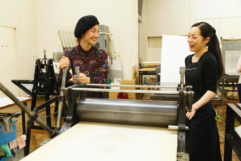 요코하마 미술관에서 「시민의 아틀리에」판화 실에서 실크 스크린 체험