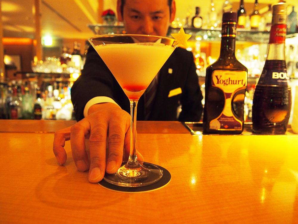 大人だけに許された空間、ホテルのシガーバーで特別な一杯を