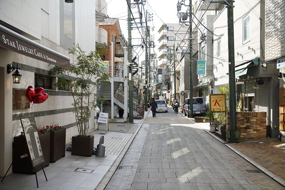 ヨコハマのディープカルチャーストリート「元町仲通り」へGO!