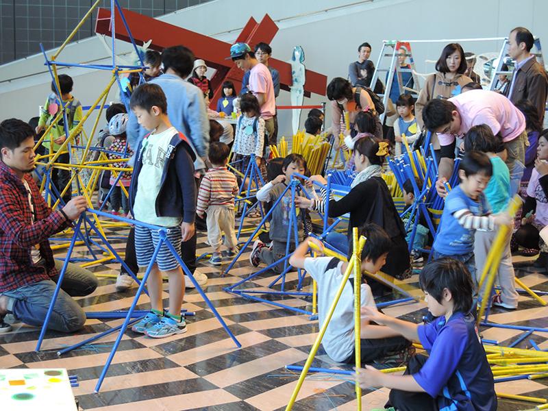 スクールプログラム 大学連携「アートツール・キャラバン2015@川崎市市民ミュージアム」