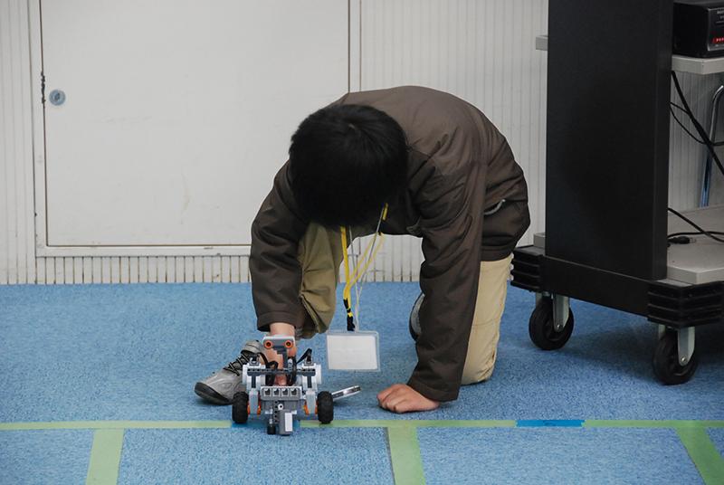 ロボット教室 「ブロックロボットでプログラミングに挑戦 レゴNXT初級②-3(障害物)」