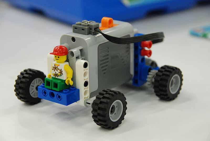 ロボット教室 「サイエンス&テクノロジー ~レゴで学ぶ科学の原理~ パワーカーを作る!」