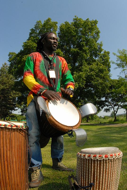 西アフリカ・タイコとダンスの体験ワークショップ