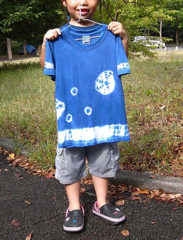 親子で藍染体験! 空色シルクのストールと子ども用Tシャツを染めよう!