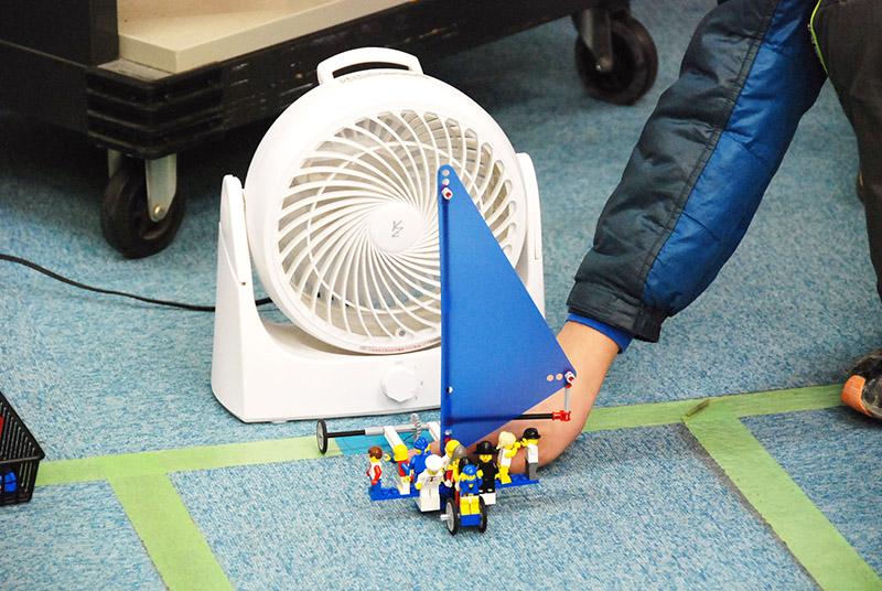 ロボット教室 「サイエンス&テクノロジー ~レゴで学ぶ科学の原理~ ウインドカー風をつかめ!」