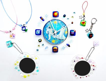 夏休み!工房体験 夏のスペシャルフュージング! ガラスのカラフルストラップ&まんまるミニミラー&キラキラ時計