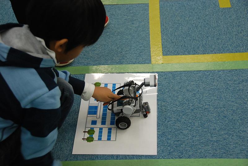 ロボット教室「ブロックロボットでプログラミングに挑戦 レゴNXT初級②-3(障害物)」