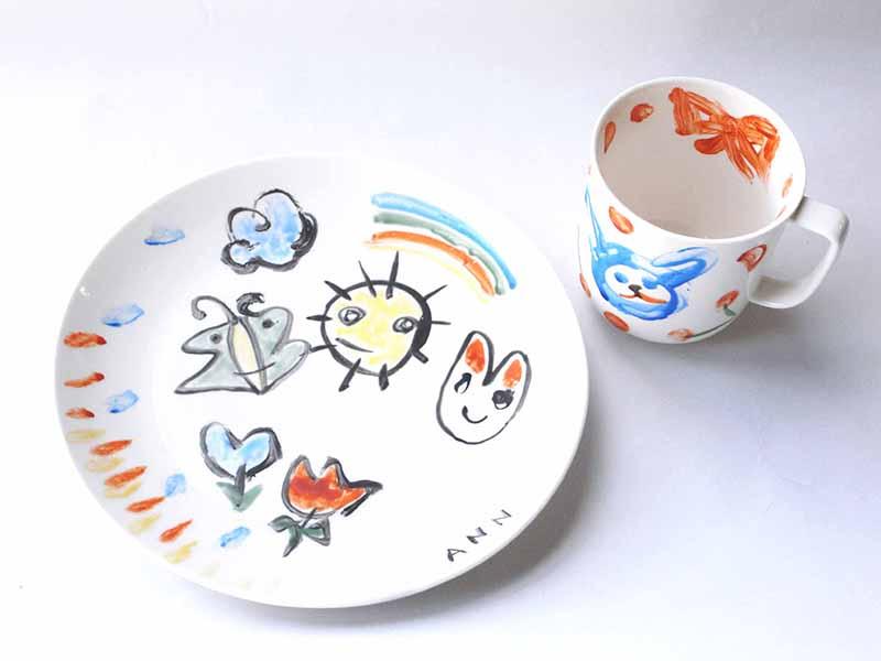 いつでも陶器に絵付け体験! 専門の指導員が常駐しているので大人も子どもも楽しく体験!