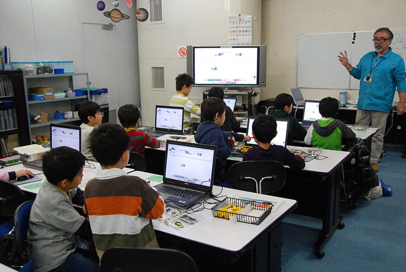 ロボット教室「初めてのプログラミング・アドバンス ~レゴWeDoを使って~(12のアイテム)」