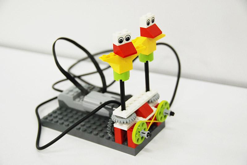 ロボット教室【親子教室】「初めてのプログラミング ~レゴWeDoを使って~(ダンシングバード)」
