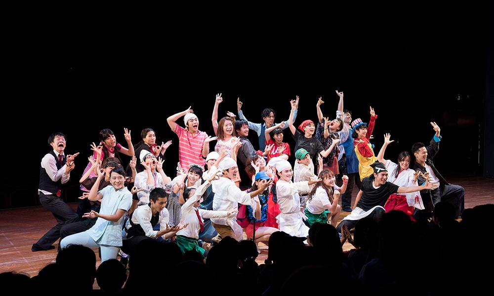 客席が360度回転!? マグカル・パフォーミングアーツ・アカデミー本公演『バイトショウ YOKOHAMA-青春篇-』レポート
