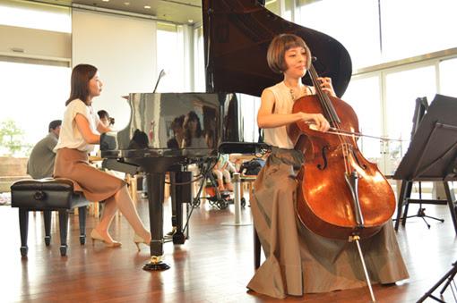 チェロとピアノによる海辺のデュオ・ライブ