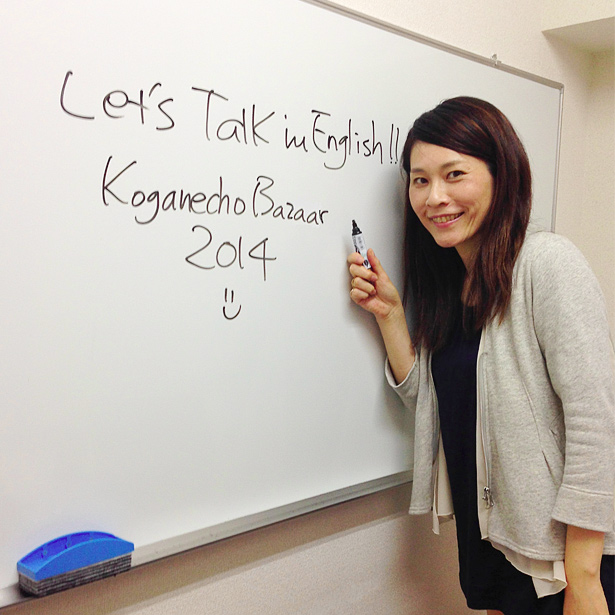 山田よしえ《『海外アーティストと英語で話そう☆夜の黄金町バザール2014アートツアー』》