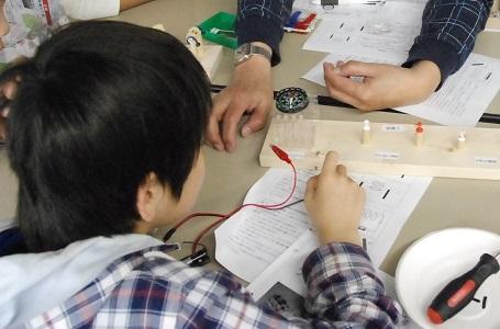 夏休み特別企画「自由研究ラボ -やってみよう!作ってみよう!-」 実験工作教室「ブザーを作って電磁石について学ぼう!」