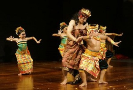 バリ島の影絵芝居ワヤンとバリ舞踊
