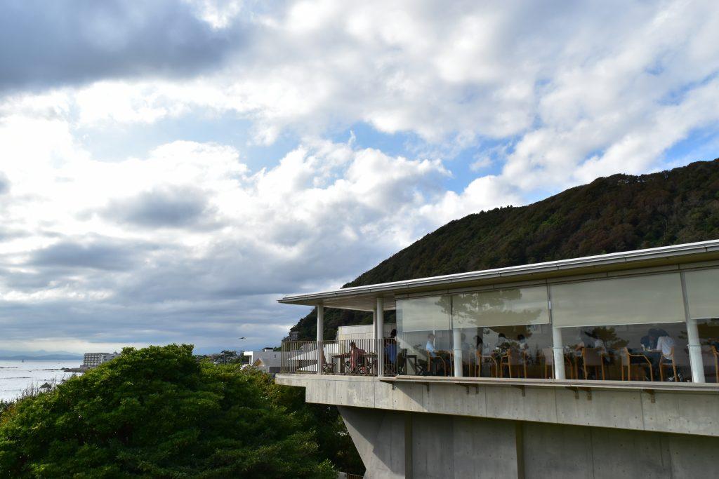 海を臨むレストランでちょっぴり贅沢なひとときを!