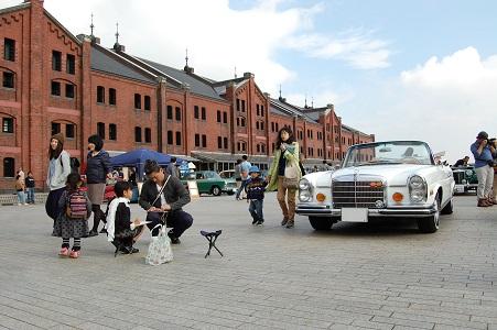 古い車の絵を描こう(横浜ヒストリックカーデイ 内)
