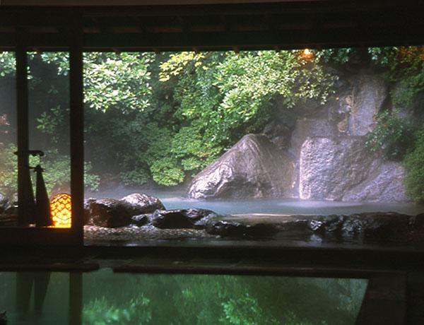 箱根の四季の風景・温泉が楽しめる人気観光地「強羅」